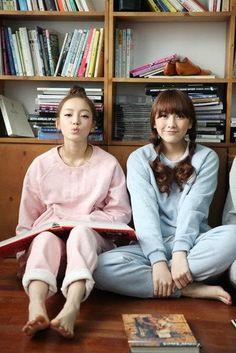 Korean Group, Korean Girl Groups, Goo Hara, Dsp Media, Sitting Poses, Kim Sang, Sulli, Cute Woman, Superstar