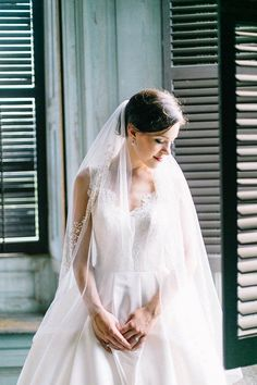 Catherine Ann Photography captured Tara's elegant Southern bridal portraits at Drayton Hall in Charleston, one of the oldest plantations in the country. Wedding Veils, Wedding Dresses, Wedding Fun, Dream Wedding, Wedding Ideas, Bridal Hair, Bridal Gowns, Elegant Bride, Bridal Portraits