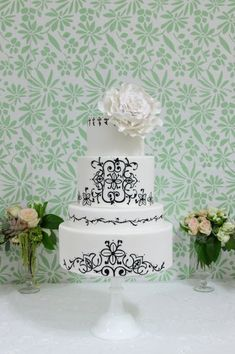 Elegant Black & White Wedding Cake