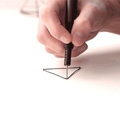 dezeen: Lix pen allows users to create solid drawings in mid air Stylo 3d, 3d Pen, 3d Drawings, 3d Prints, Cool Inventions, Cool Stuff, Cool Gadgets, Mind Blown, Dezeen