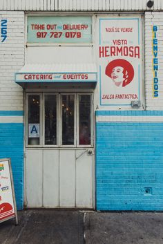 like the color blocking, signage has a retro-look that is interesting Restaurant Branding, Restaurant Design, Cafe Design, Store Design, Cafe Interior, Interior And Exterior, Interior Design, Café Bistro, Storefront Signs