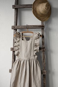 Linen Pinafore Apron Linen Pinafore with Wings Linen Apron Victorian Maid, Victorian Fashion, Linen Apron, Linen Skirt, Below The Knee Skirt, Pinafore Apron, Retro Apron, Wedding Dresses For Girls, Apron Dress