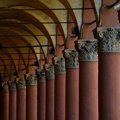 Portici di Bologna #ESISsrl #Formazione #WebMarketing www.esis-italia.com