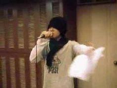 G-dragon singing Run It HOT. his english is not that bad. Bigbang Live, G Dragon, Pretty Good, Funny Moments, Singing, English, Hot, English Language