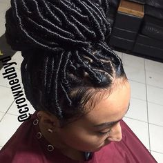 STYLIST FEATURE| Love these #fauxlocs done by #NYCstylist @crownedbyD❤️ Her baby hair is on point #VoiceOfHair ========================= Go to VoiceOfHair.com ========================= Find hairstyles and hair tips! =========================