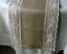 Burlap coffee table runner with Vintage lace par Bannerbanquet, $22,50
