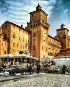 #giornatadimercato #centrostorico #comuneferrara #vivoferrara #volgoferrara #ig_ferrara #igersferrara #ferraramia #turismoferrara #instafrara #essereemiliano #emiliaromagnafriends #emiliaromagna_city #ig_emiliaromagna #igersemiliaromagna #bestemiliaromagnapics #turismoer #vivoitalia #volgo_italia #igersitalia #ig_italia_ #lovesmadeinitaly #italiainunoscatto #tdsitalia #top_italia_photo #total_italia #loves_hdr_ #hd_reflex #vivo_hdr_ #match_hdr by secchierilaura