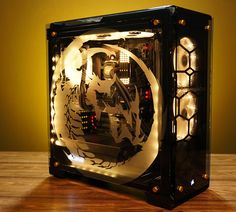 Badass custom PC builds by Artifact mods:Beautiful in every detail the wrap on the 'side is really realistic congratulations for its realization is a masterpiece. Gaming Pc Build, Pc Gaming Setup, Computer Build, Gaming Pcs, Pc Setup, Room Setup, Computer Rooms, Diy Computer Case, Computer Setup