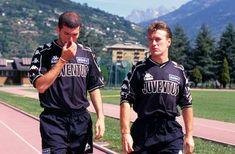 Juve legends: Zidane and Didier Deschamps. Those were the days Zinedine Zidane, Juventus Fc, Football Wall, Steven Gerrard, Chelsea Fc, Ac Milan, Tottenham Hotspur, Liverpool Fc, New Sign