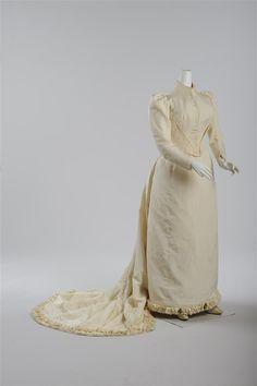 Brautkleid, getragen am 31. Mai 1881, Ecrufarbener Seidenrips © Wien Museum Mai, Wedding Season, 19th Century, Anniversary, Museum, Engagement, Clothing, Collection, Dresses