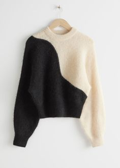 Alpaca Blend Cropped Colour Block Sweater - Black White - Sweaters - & Other Stories Minimalist Outfit, Pull Court, Color Blocking, Colour Block, Mode Vintage, Color Block Sweater, Fashion Story, White Sweaters, Women's Sweaters