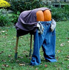 Halloween Decorations - funny...i so want to do this in my front yard this year