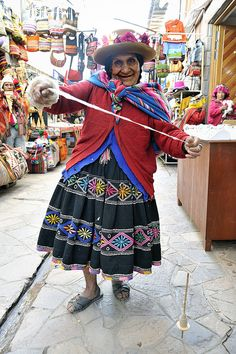 wool spinner in Peru