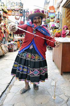 wool spinner in Peru