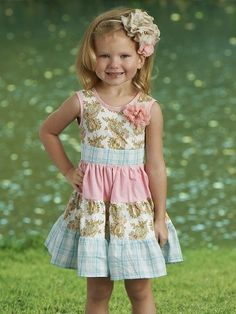 LOVE these outfits.. and how much this little model looks like my daughter..