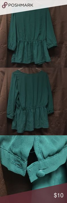 Forever 21 blouse This is a green forever 21 blouse with little to no wear. Blouse is high cut and has an elastic that stretches in the upper mid section then flares out toward the bottom. Blouse comes to right below the elbow and has one button on each arm. Size is medium. Forever 21 Tops Blouses