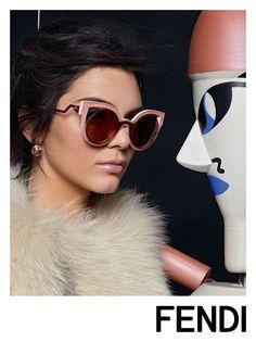 65ba07e61d28c Kendall Jenner estampa a nova campanha da Fendi! Na foto a modelo usa a peça