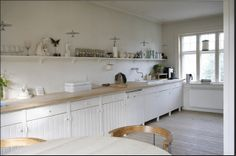 White simple tongue and grove kitchen