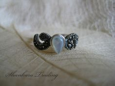 925 Silver and Mother of Pearl Toe Ring por ShankaraTrading en Etsy