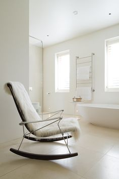 Bathroom chair, cool chairs, beautiful interiors, rocking chair, home decor Bathroom Chair, Cozy Chair, Modern House Design, Beautiful Interiors, Rocking Chair, Decoration, Living Spaces, Living Room, Home Accessories