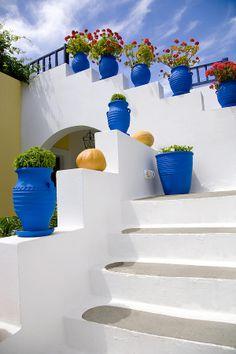Blue flowerpots with red geraniums line the exterior white stairs in Kos Greek island Wonderful Places, Beautiful Places, Greek Decor, Garden Design, House Design, Greek House, Santorini, Mykonos, Mediterranean Style
