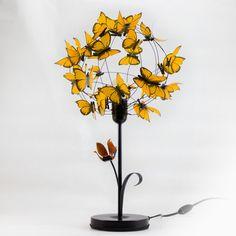 """""""Monarca"""", Lámpara de mesa negro mate de hierro con tulipán pintado a mano y hoja, hecha con alambre naranja de aluminio y mariposas naranjas. #MiTiendaNube"""