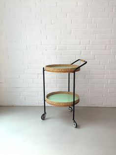 Vintage kleiner Tisch, Rattan Tisch, Teewagen, Beistelltisch, Mid Century…