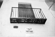 Detall del balcó de la casa núm. 28 del carrer de Parelladas de Sitges ( Barcelona). 1942. Autor desconegut. 27591F MMB Ladder, Author, Stairway, Ladders