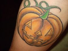 this pumpkin represent want I am…Born in Halloween, I'm pretty weird, unique, but not that different from other people, I think I am engaged to all this terror and gore stuff such as: Terror movies and tv series, Gore and survival Games, Comic books and stuff like that.  Tattoo made by Pincel Tattoo