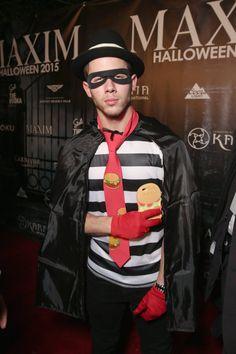 "Pin for Later: Seht alle Halloween-Kostüme der Stars Nick Jonas als ""Hamburglar"""