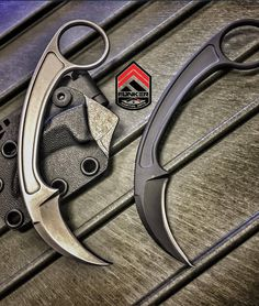 The Pika Karambit surgically-precise blade from the creative collaborations of Doug Marcaida, Bastinelli Knives and Funker Tactical Swiss Army Pocket Knife, Best Pocket Knife, Tactical Pocket Knife, Tactical Knives, Knife Holster, Trench Knife, Knife Stand, La Forge, Engraved Pocket Knives