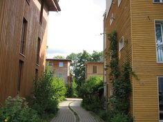 The Vauban neighborhood in Freiburg, Germany is an ultra-sustainable model district built on the site of a former French military base. Construction began in the and most of the individual plots were sold to Baugruppen (co-housing groups). Concept Architecture, Landscape Architecture, Landscape Design, Architecture Design, Wooden Panelling, Co Housing, Urban Village, Eco City, Gardens