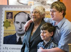 Holocaust survivor sees herself on a stamp honouring Raoul Wallenberg - http://f3v3r.com/2013/05/09/holocaust-survivor-sees-herself-on-a-stamp-honouring-raoul-wallenberg/