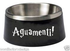 Este autoadhesivo para el tazón de agua de tu perro.   23 Formas sutiles de cubrir tu casa con Harry Potter