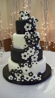 Black and white wedding cake - 4 tiers, alternating chocolate with bavarian cream and red velvet with cream cheese. The Bride wanted a lot of black and white flowers cascading down. This was my first 4 tiered wedding cake. Black And White Wedding Theme, White Wedding Cakes, Beautiful Wedding Cakes, Beautiful Cakes, Amazing Cakes, Daisy Wedding, White Weddings, Wedding Cupcakes, Indian Weddings