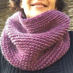 Un snood en point mousse bicolore Bonnet Crochet, Cowl, Knitting, Beauty, Voici, Points, Diy, Motifs, Fashion