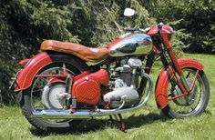 A short history of some of the worlds most famous motorbikes with photo's Ducati 851, Ducati Pantah, Yamaha, Vintage Motorcycles, Cars And Motorcycles, Vintage Cycles, Mv Agusta, Moto Guzzi, Bobbers