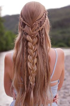 Bohemian hairstyles are worth mastering because they are creative, pretty and so wild. Plus, boho hairstyles do not require much time and effort to do. See more fabulous boho hairstyles.