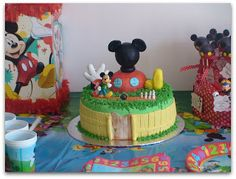 Virginias Cake: Candy Bar Mickey http://www.virginiascake.com/portfolio-items/candy-bar-mickey-mouse/