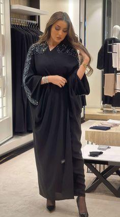Abaya Fashion, Muslim Fashion, Modest Fashion, Couture Fashion, Chic Outfits, Fashion Outfits, Black Abaya, Mode Abaya, Hijab Fashionista