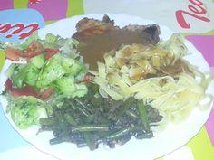 Großer hunger  kottlett mit Bandnudeln ,grüne Bohnen und Salat