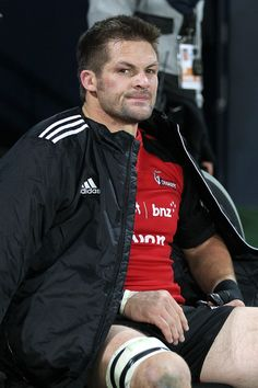 Richie Mccaw Photos Photos - Richie McCaw of the Crusaders sits on the sideline after being give a yellow card during the round 15 Super Rugby match between the Highlanders and the Crusaders at Forsyth Barr Stadium on May 24, 2014 in Dunedin, New Zealand. - Super Rugby Rd 15 - Highlanders v Crusaders