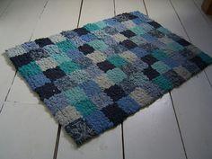 blue rag rug   1st hooked rag rug I ever made, using blue t-…   Flickr