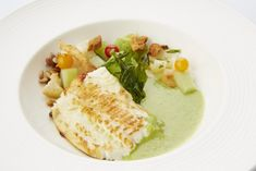 Een overheerlijke pladijs met groene gazpacho, die maak je met dit recept. Smakelijk!