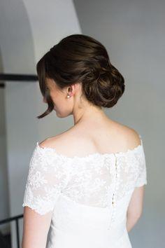 Low bun hairstyle for bride. Hair: Lonneke van Dijk Fashion Hairstylist