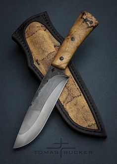 knife making metal Cool Knives, Knives And Tools, Knives And Swords, Edc, Trench Knife, Homemade Weapons, Forged Knife, Damascus Knife, Knife Art