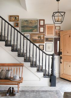 Staircase Wall Decor, Stair Walls, Picture Wall Staircase, Decorating Staircase, Staircase Ideas, Decorating Ideas, Stairway Gallery Wall, I Spy Diy, Wall Spaces