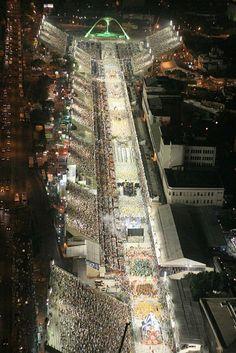 Sambódromo, Rio de Janeiro- Brasil.... Carnaval!!!  |PicadoTur - Consultoria em Viagens| picadotur@gmail.com |(13) 98153-4577|Siga-nos nas redes sociais |agencia de viagens|