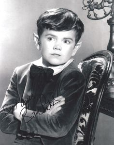 Butch Patrick Hand Signed Photo The Munsters Eddie Munster Autograph Munsters Tv Show, The Munsters, Los Addams, Black Sheep Of The Family, Victor Frankenstein, Yvonne De Carlo, Female Vampire, Classic Monsters, Old Tv Shows