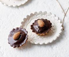 Plněné ořechové košíčky | Recepty Albert Panna Cotta, Ethnic Recipes, Food, Dulce De Leche, Essen, Meals, Yemek, Eten